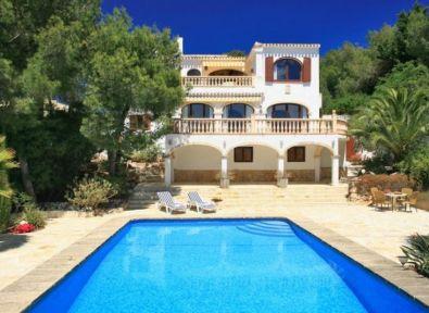 Maison bord de mer espagne finest villa karma belle for Deco piscine espagne